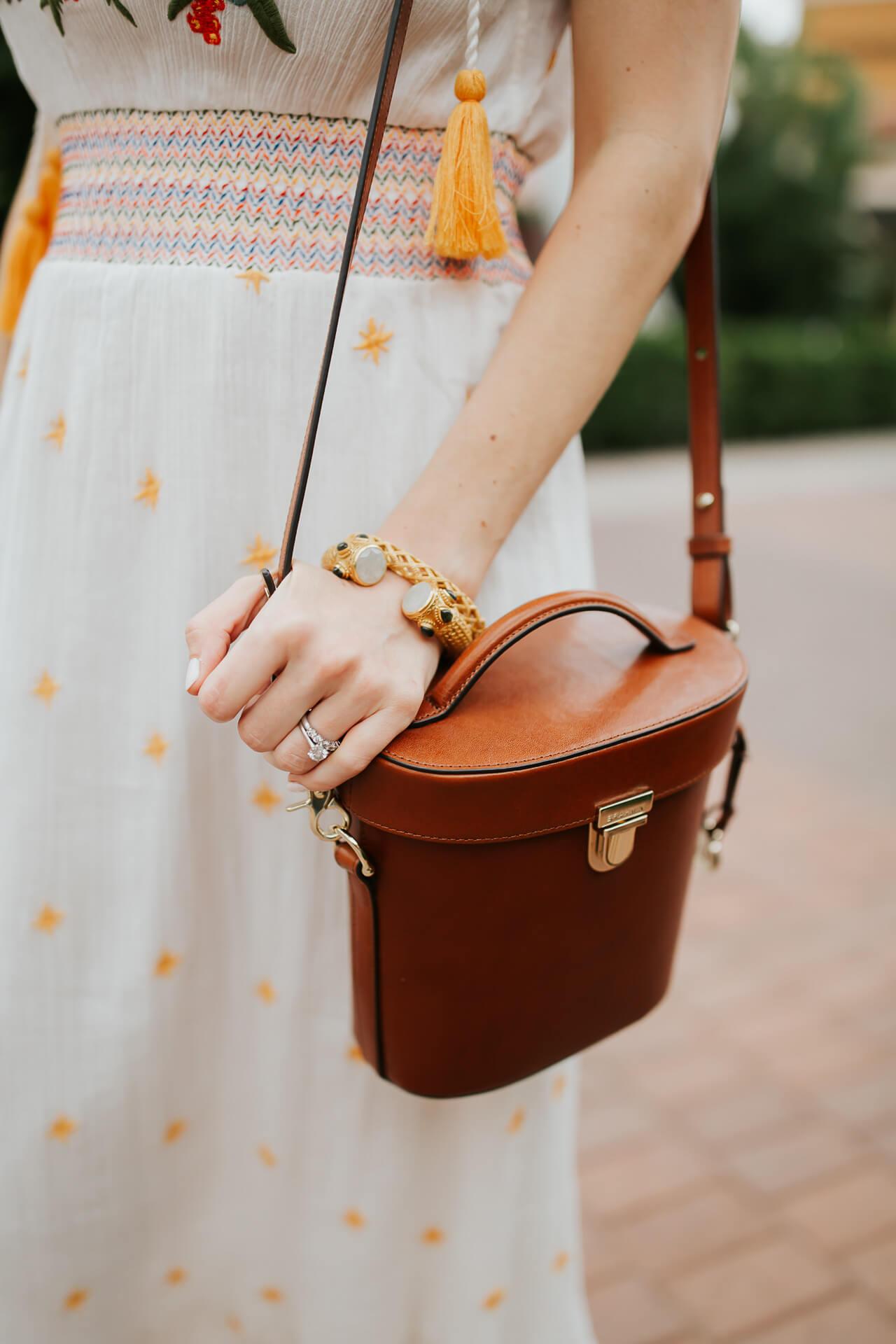 A cute brown bucket bag! - M Loves M @marmar