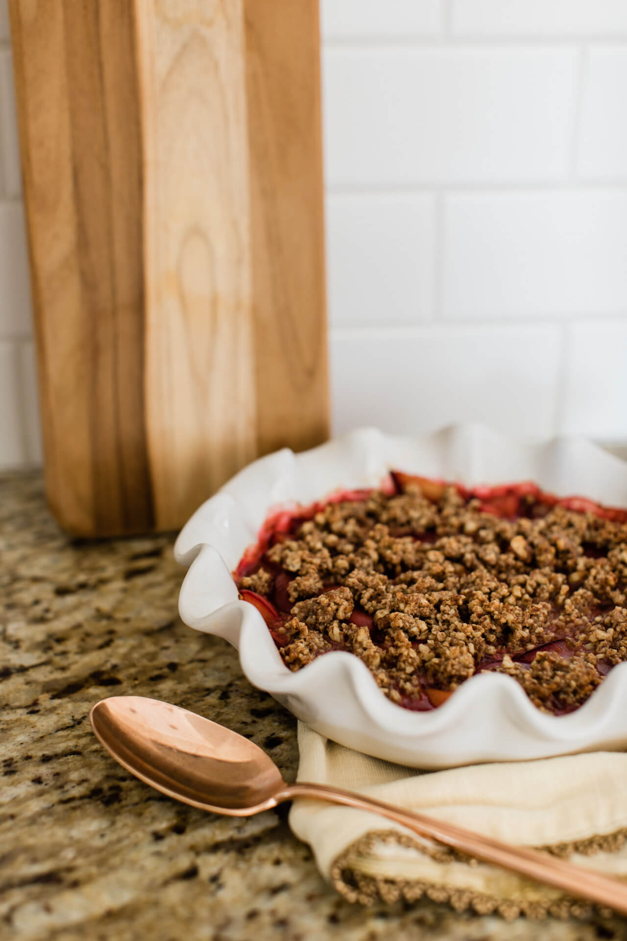 An easy vegan plum crumble recipe! - M Loves M @marmar