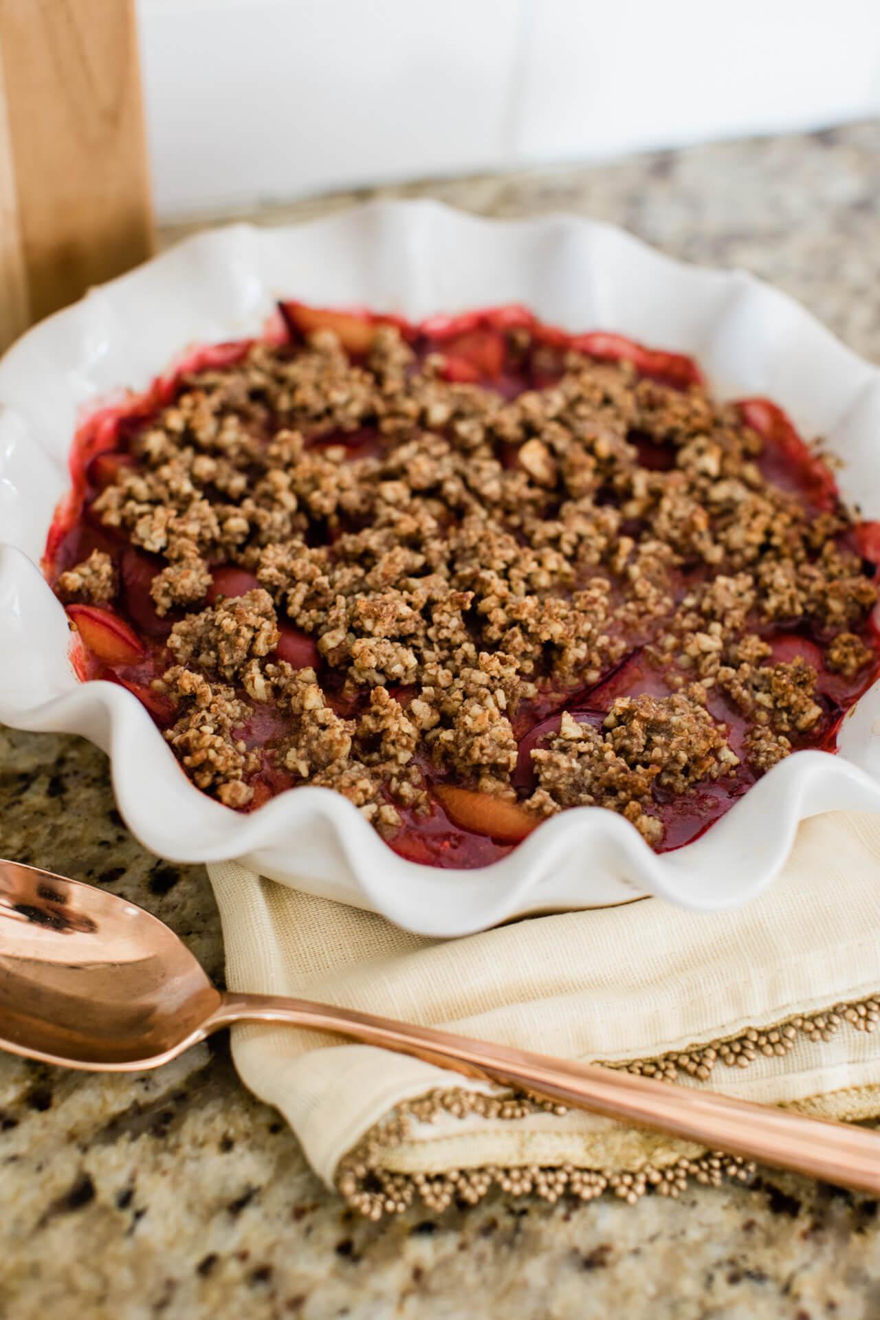 An easy vegan plum crumble recipe! - M Loves M @marmar
