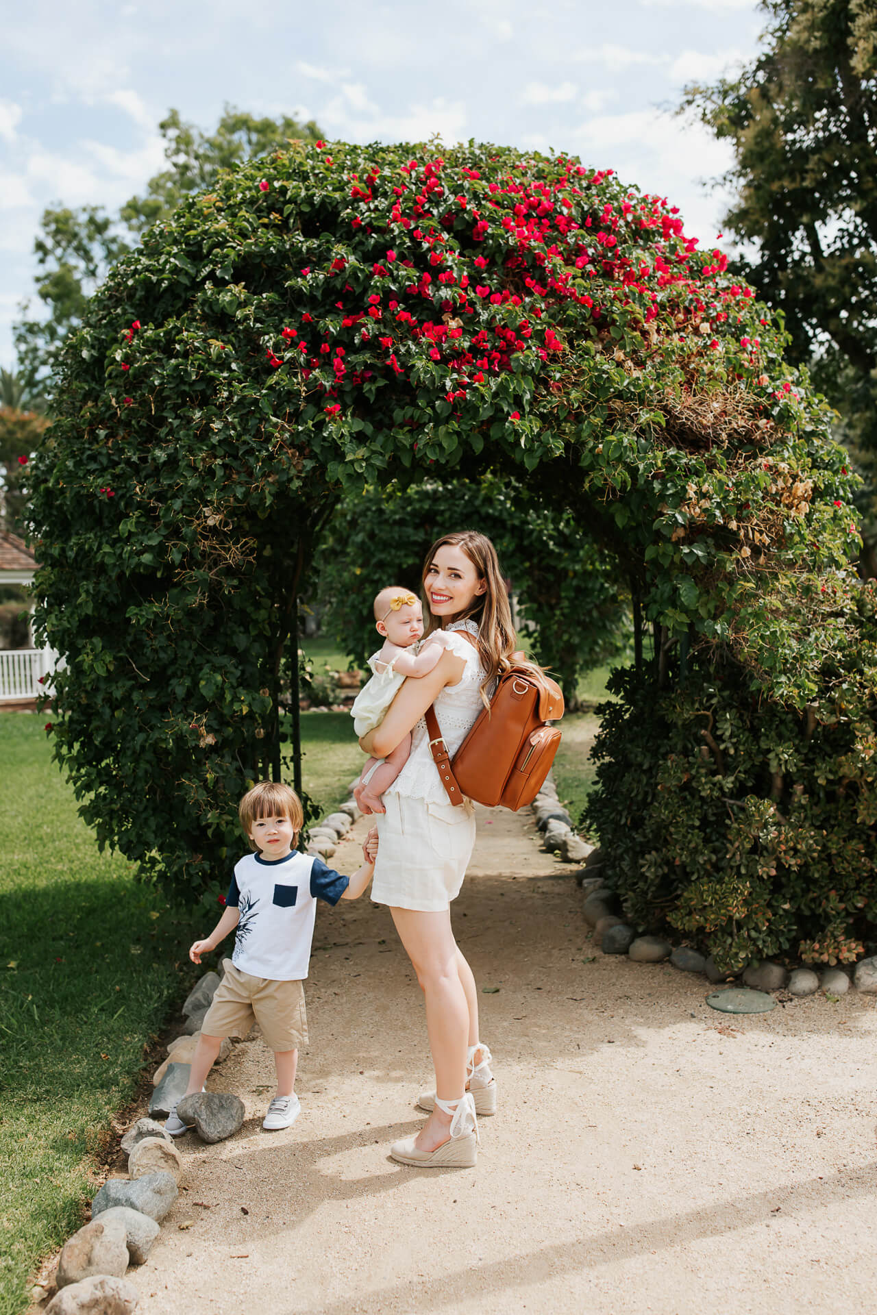 How I pack my diaper bag for a baby and toddler! - M Loves M @marmar