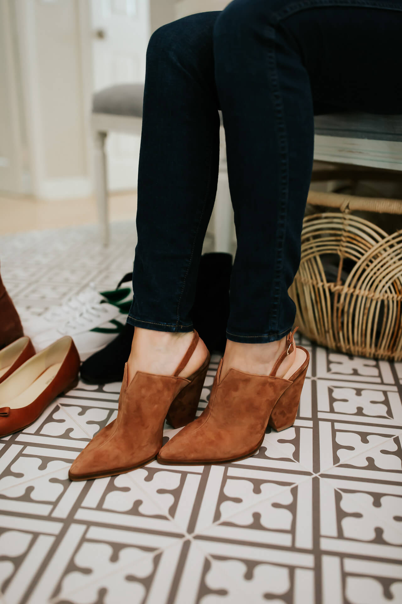Love these brown mules for fall! 5 fall shoes I'm loving! - M Loves M @marmar