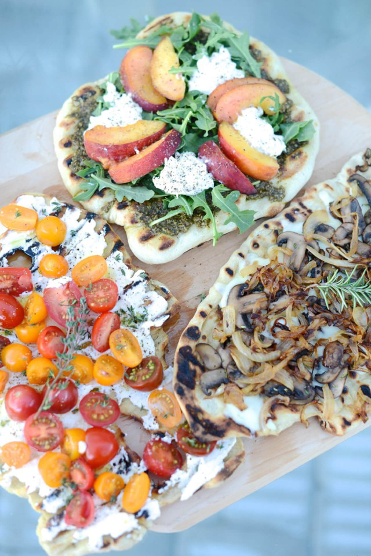 I love this recipe for grilled pizza three different ways! - M Loves M @marmar
