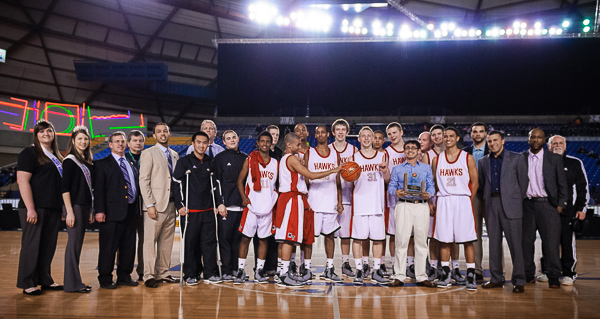 The entire team poses for a photo after the trophy presentation.