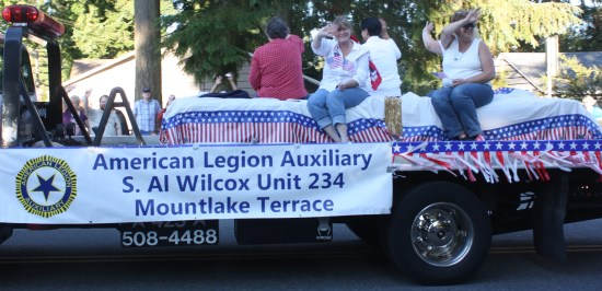 The Mountlake Terrace American Legion Auxiliary enjoyed the sunny weather.