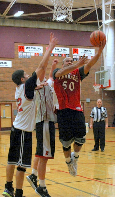 Mountlake Terrace graduate Ryan Webb (50) drives to the basket during the alumni game at Jam Session XXI Tuesday night at Mountlake Terrace High School. Webb, a 2002 graduate, was one of many alumni, who attended the event, which is the kickoff to the winter sports season. (Photos by David Pan)