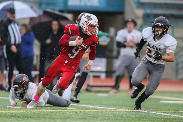 Brandon Bach look to go up field after making one tackler miss