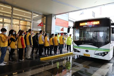 Changsha citizens are lining up for smart bus test.
