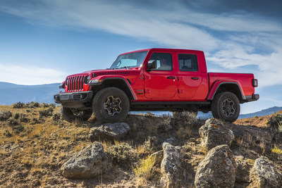 """Jeep® brand and U.S. Army veteran Noah Galloway honor veterans of the U.S Armed Forces with """"Jeep® Gladiator to Gladiator"""" digital and social contest"""
