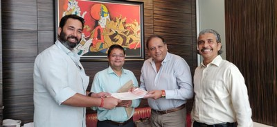 In the picture from Left to Right are Karanpal Singh, Founder & Managing Director-Hunch Ventures & Investments Pvt. Ltd.; Amit Dutta-Fly Blade India M.D.; Sagar Chordia, Director-Panchshil Realty & Col. Vijay Chandrachud-Panchshil Realty at the MOU signing