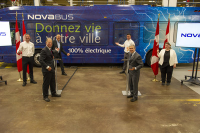 Left to right:  Martin Larose, Vice President and General Manager of Nova Bus; Ralph Acs, Senior Vice President, Region North America for Volvo Buses and President of Nova Bus; Louis Côté, Senior Director, New Product Development & Business Transformation at Nova Bus; Martin-Louis Paquette, General Manager at Nova Bus, the Honourable François-Philippe Champagne, Minister of Innovation, Science and Industry et Emmanuelle Toussaint, Vice President Legal, Regulatory and Public Affairs at Prevost and Nova Bus. (CNW Group/Nova Bus)