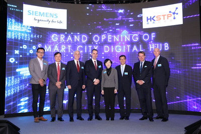 Fanny Law, Chairperson of HKSTP (4th from right), Albert Wong, CEO of HKSTP (3rd from right), Cedrik Neike, Member of the Managing Board of Siemens AG (4th from left), Lothar Herrmann, CEO, Siemens Greater China (3rd from the left), and Eric Chong, President and CEO of Siemens Ltd (2nd from left) kick off the Smart City Digital Hub in Hong Kong Science Park.