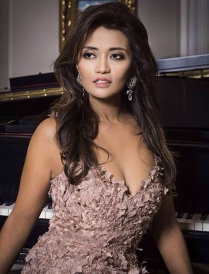 Aida King At A Photo Shoot For PINAY Magazine (CNW Group/Christopher Broughton)