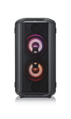 The 18 unique vocal effects pair perfectly with the new Multi-Color Lighting feature, a range of preset lighting options including the ability to sync with whatever track is being played, accentuating the beat and heightening the ambiance. (CNW Group/LG Electronics, Inc.)