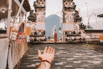 Shot by Murad Osmann on HONOR View20 at Pura Lempuyang Temple, Bali