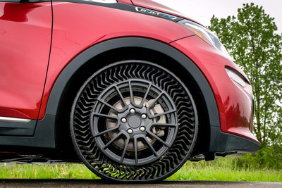 Michelin and General Motors announced a joint research agreement under which the companies intend to validate and advance the Uptis (Unique Puncture-proof Tire System) Prototype with the goal of introducing Uptis on passenger models as early as 2024.