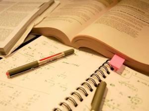 livros-caderno-caneta