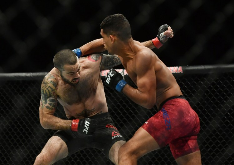 After suffering an early scare, Miguel Baeza eventually overwhelmed Matt Brown with relentless volume during the second round.   Ponzinibbio vs Baeza