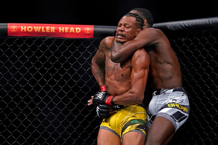 Randy Brown uses his long limbs to put the fear of God in Cowboy Oliveira | UFC Fight Night 194