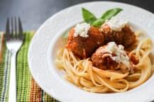Serowe pulpeciki w domowym sosie pomidorowym