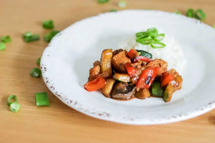 Indyk z warzywami z patelni