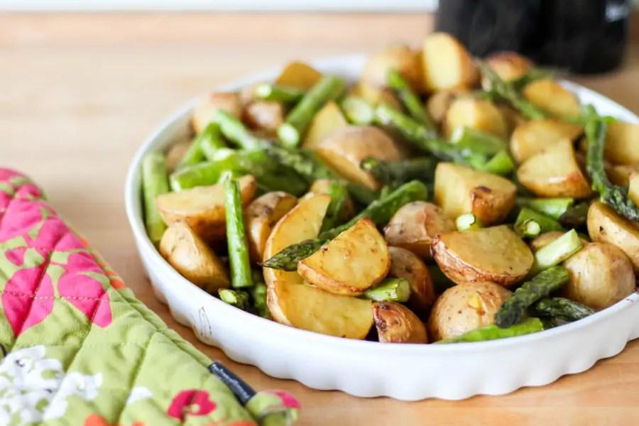 Pieczone ziemniaki ze szparagami