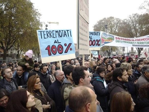 manifestazione di protesta comitato sisma 12 terremotati-2