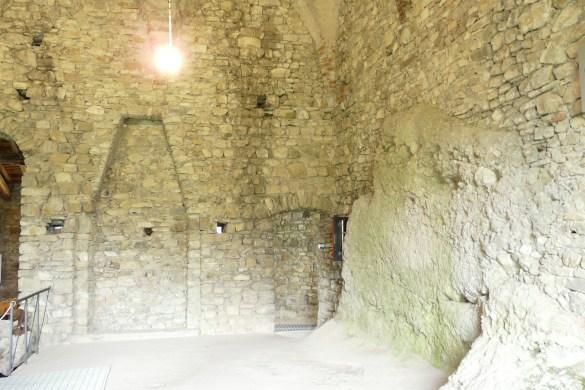 Castello_della_Pietra-salone_centrale