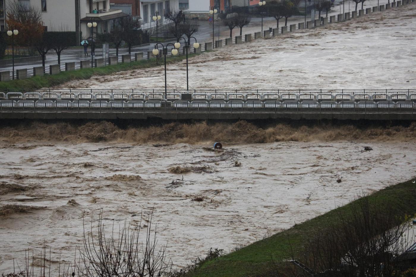 Alluvione in Piemonte, il fiume tanaro nei pressi di Ceva