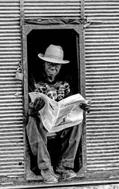 _E7A6245 Man reading paper in small doorway B&W web ready