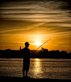 _E7A8028 Lone fisherman at sunset on Malecon web ready