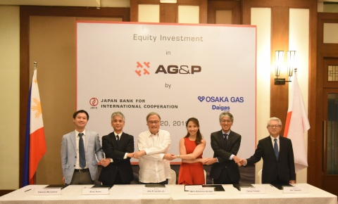 Key representatives from AG&P, Osaka Gas, and Japan Bank for International Cooperation, sign the equity investment agreement in Makati City. Present during the signing ceremony are (from L-R) Mr Takahito Marushima, Director, Division 1, Equity Investment Department, Equity Finance Group, JBIC; Mr. Shinji Fujino, Managing Executive Officer, Global Head of Equity Finance Group, JBIC; Dr. Jose P. Leviste Jr., Chairman, AG&P; Atty. Marie Antonette Quiogue, General Counsel at AG&P; Mr Tetsuji Yoneda, President & CEO, Osaka Gas Singapore; and Mr. Kei Takeuchi, Senior Executive Officer, Osaka Gas Co., Ltd.