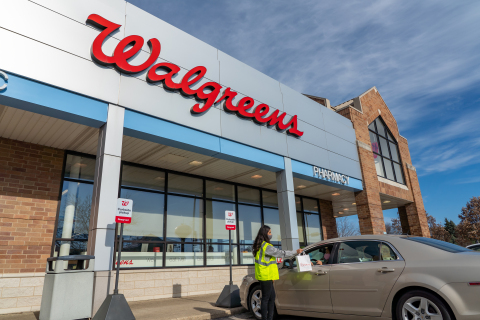 Walgreens pickup at curbside (Photo: Business Wire)