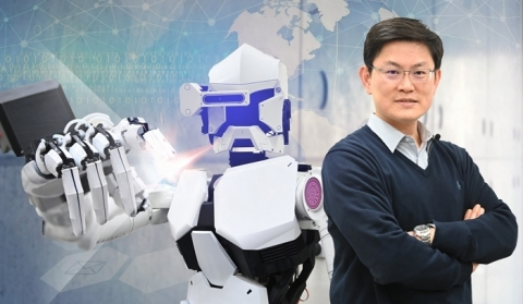 An interdisciplinary research team led by Distinguished Professor James Chang of the Department of Power Mechanical Engineering has recently developed a humanoid robot that imitates the meticulous movements of a human hand. (Photo: National Tsing Hua University)
