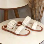 Rasteira Feminina Off White com Detalhes sanfonado conforty Coleção Primavera Verão Moda e Tendência em Calçados Femininos Loja Online MM Store Shoes (24)