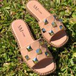 Sandália Rasteira Feminina Bege Rose com Detalhes de Taxas de pirâmides conforto e Estilo Loja Online MM Store Shoes Rasteirinhas de verão (4)