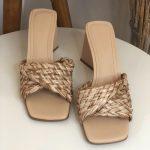 Taco Feminino Bege com Detalhes em Palha e Salto Triângulo Nova Coleção Primavera Verão Tendência da Moda Calçadista Loja Online MM Store shoes (29)