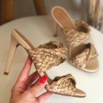 Tamanco Feminino Bege Natural de Salto Alto Fino e Detalhes em palha Coleção Verão 22 Loja Online MM Store Shoes (2)
