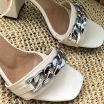 Sandália Feminina Off White de Salto Bloco e Detalhes de Correntes Calçados da Moda Nova Coleção Primavera Verão Loja Online Mm Store Shoes (37)