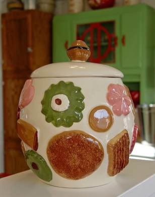 This Cookie Jar and others similar were popular in the 60's.