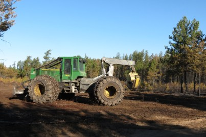 Palsburg Fire Grapple Skidder clearing staging area. Credit: Steve Moretensen, Julie Palkki