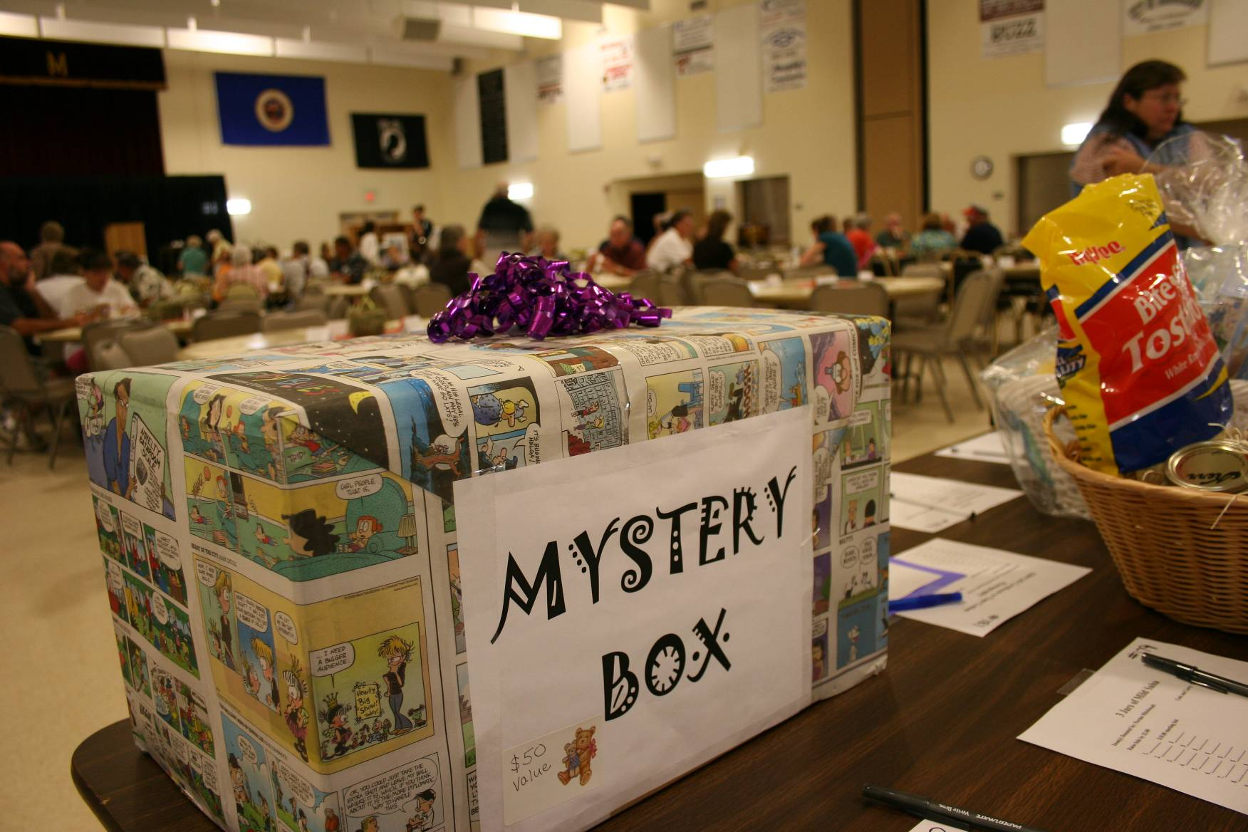 A mystery box at the CVLHS silent auction attracted plenty of attention, including mine. I guessed a microwave. Anyone care to reveal the mystery?