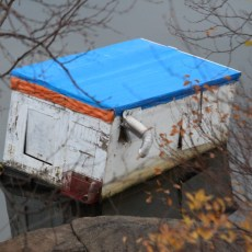 ONTARIO: Ice hut still floating on lake in Sudbury six months after thaw