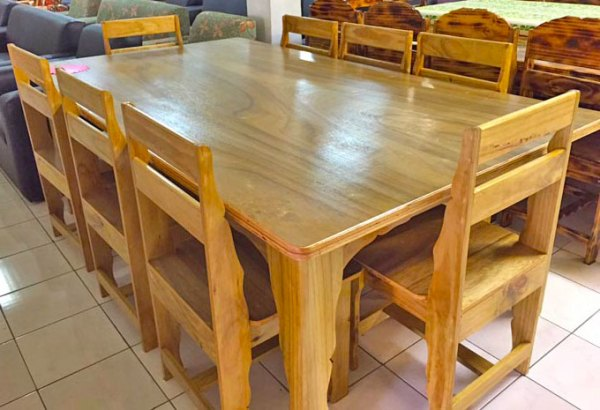 Table set with 8 chairs
