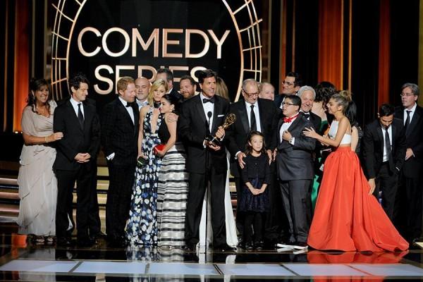 Steven Levitan e os produtores e elenco de Modern Family
