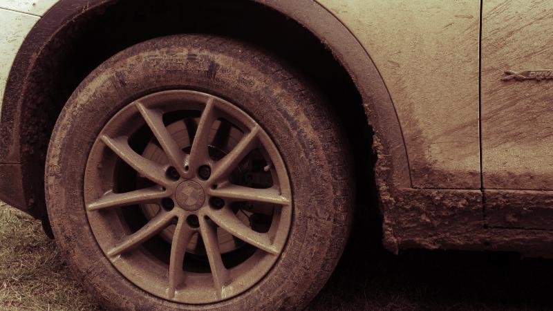 Kaki kaki mobil seperti ban dan velg menjadi bagian paling kotor saat mobil terendam banjir. Gunakan jasa cuci mobil di rumah berlangganan sekarang.