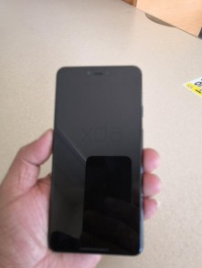 Google-Pixel-3-XL-Leak-Photo-1