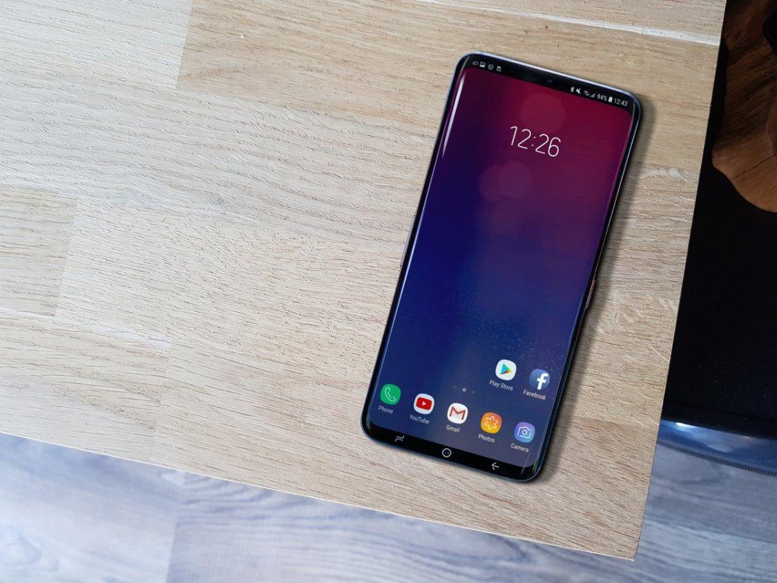 Ytterligare bevis på att Samsung Galaxy S10 får hål för kameran på framsidan!