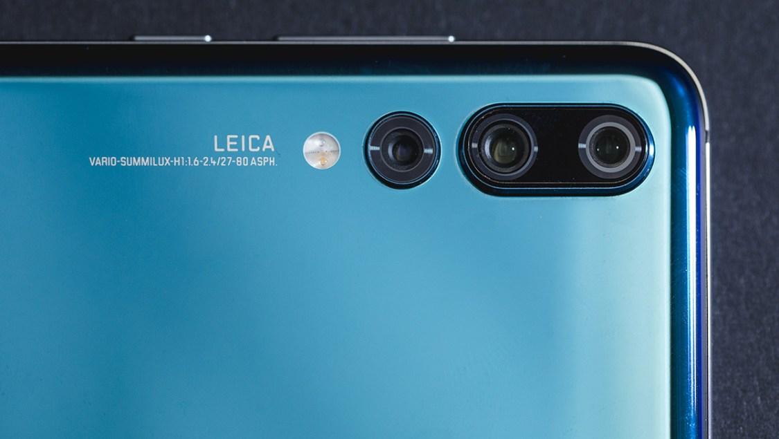 Vivo arbetar på smartphone med tre kameror på baksidan