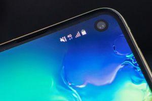 Samsung Galaxy S10: flera bakgrunder som döljer kamerahålet bra