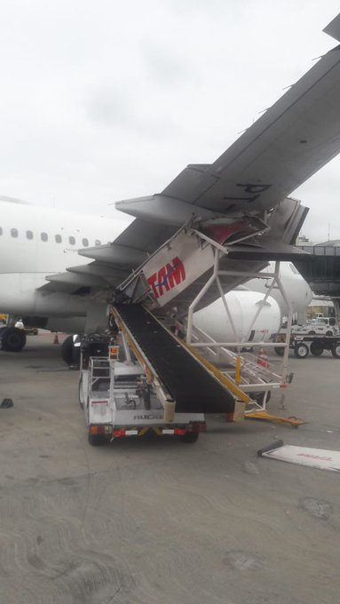 En Airbus A319 dundrade in i trappa